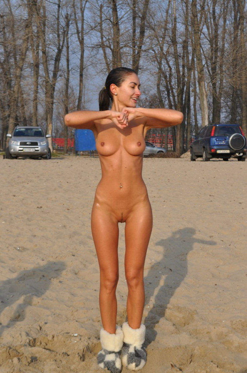 Amateur Girl Pics Girl Amazing Amateur Sporty Boobs Outdoors Body ...