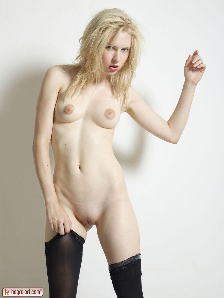 Очень худенькая голая топ модель фото
