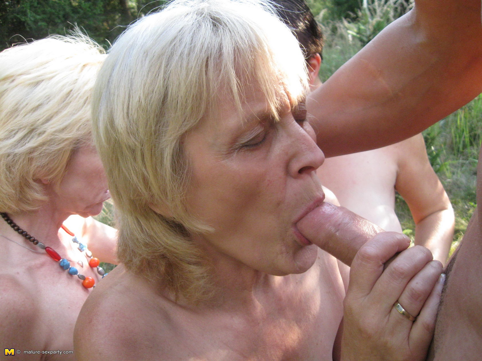 Секс на природе мужики 21 фотография