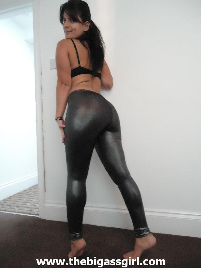 Girl big ass in leggings