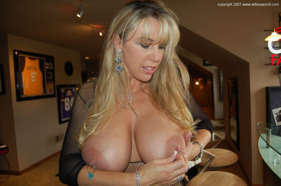 naked nipples World Wifeys