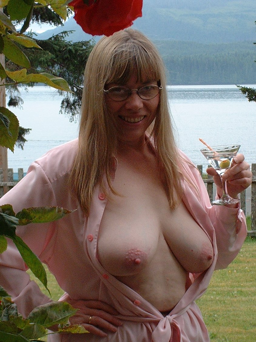 Candid mature women photos that