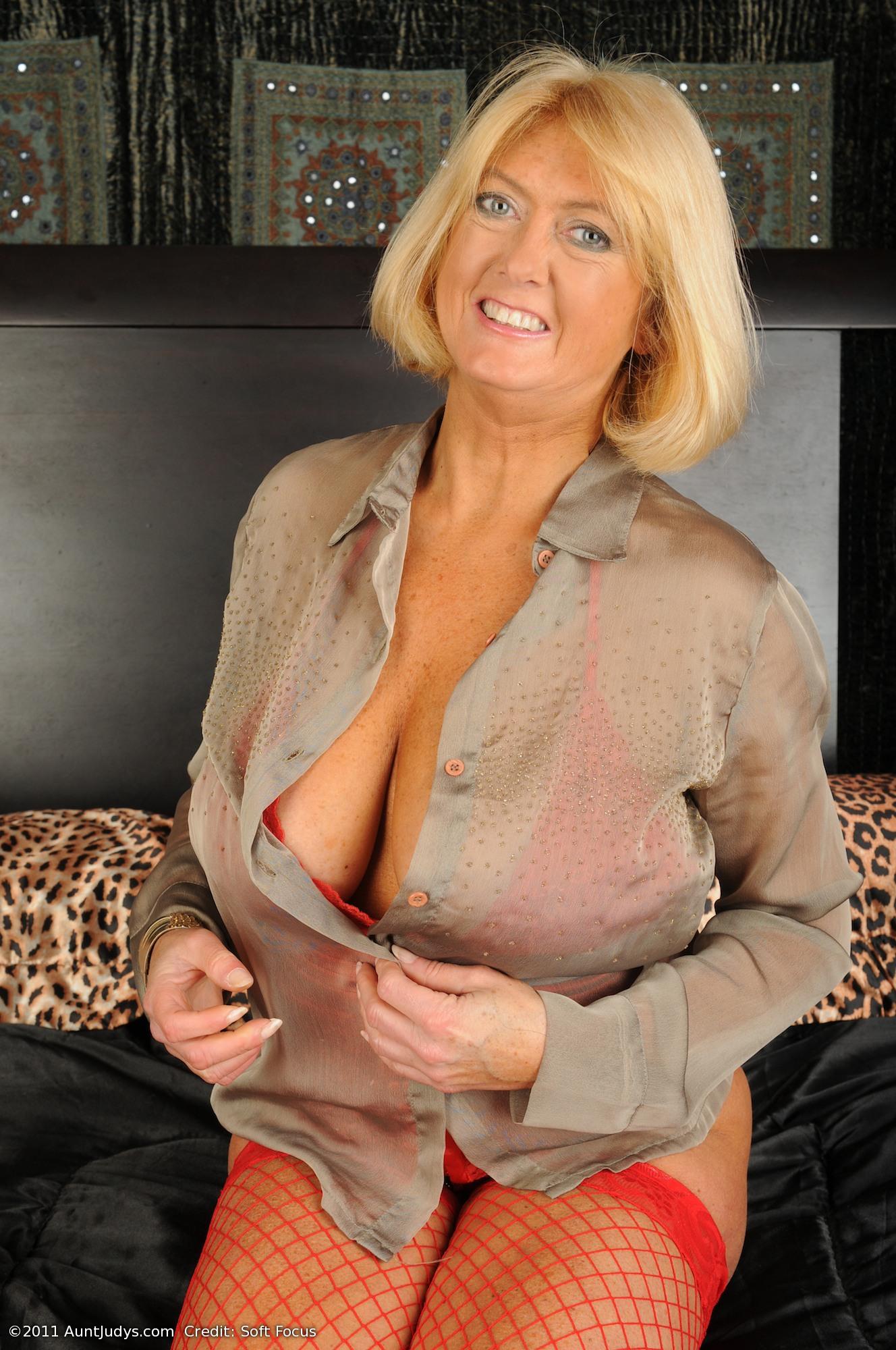 Mature undresing on webcam