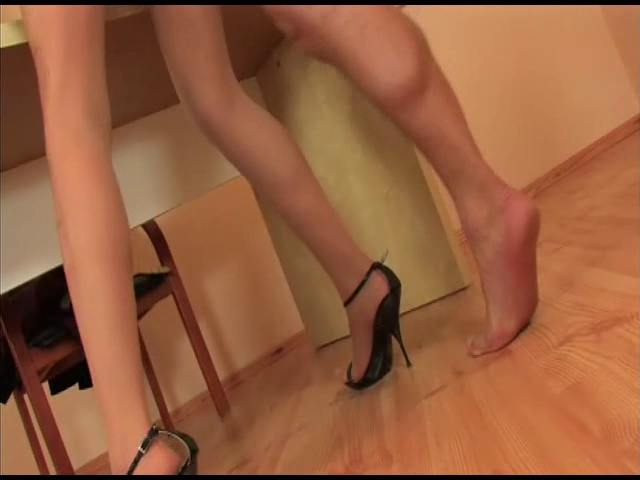 girl in pantyhose gets fucked video