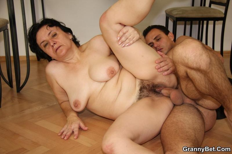 Oral fun 69 man she sucks a great cock