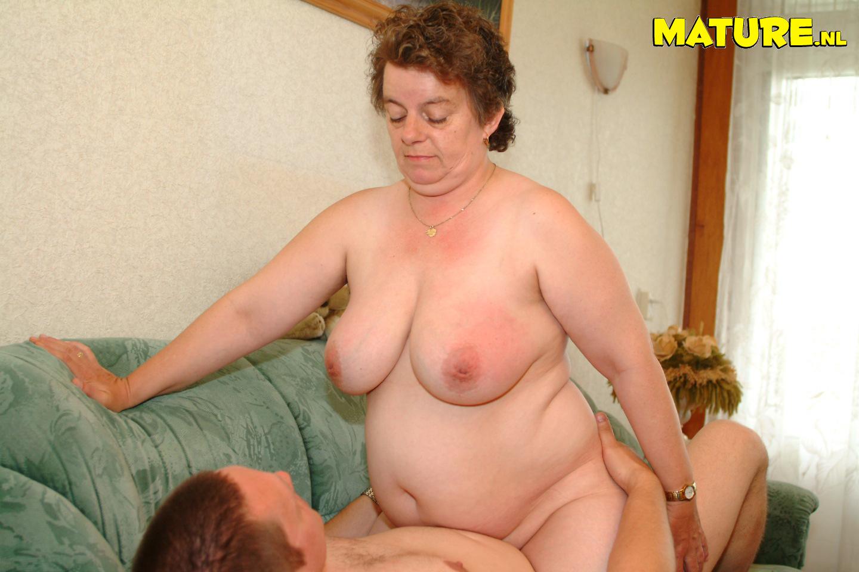 Толстые грудастые бабушки 4 фотография