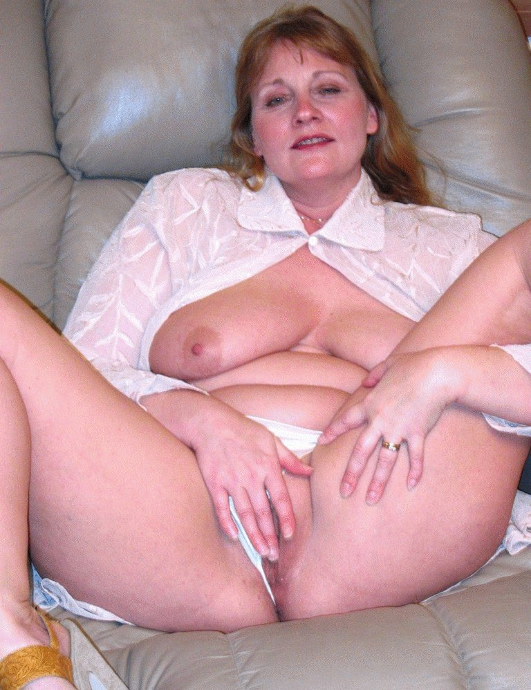 Plump mature naked
