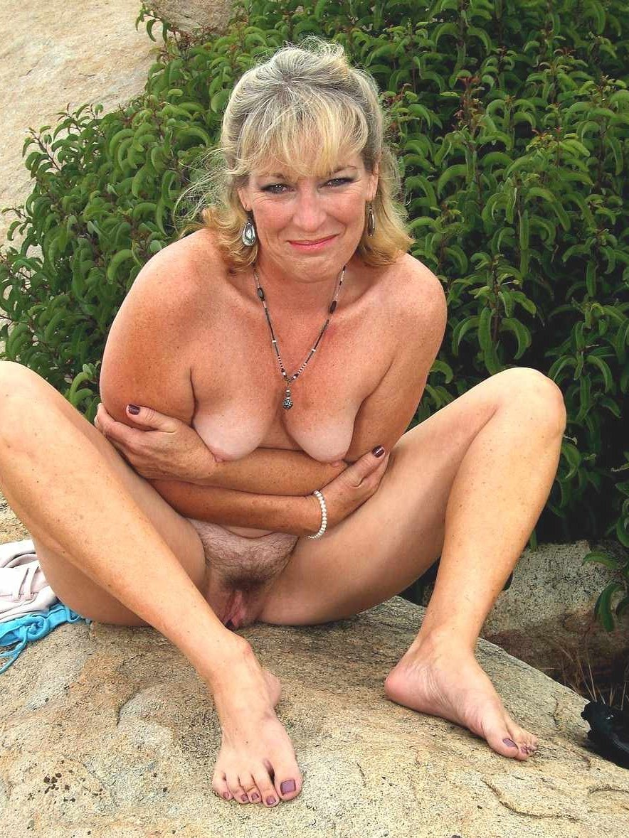 mature nudist escort par
