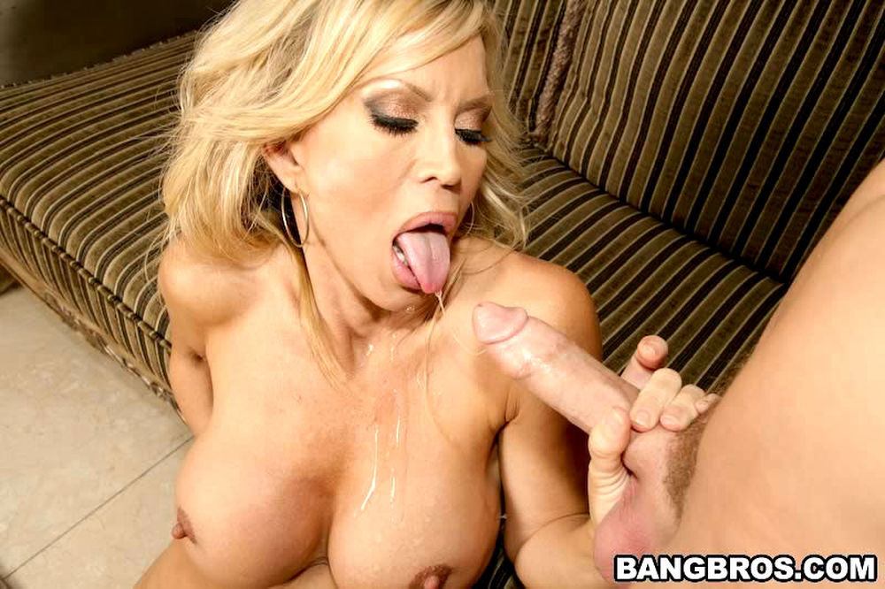 flexible slim brunette shemale gets her hungry butthole nailed h