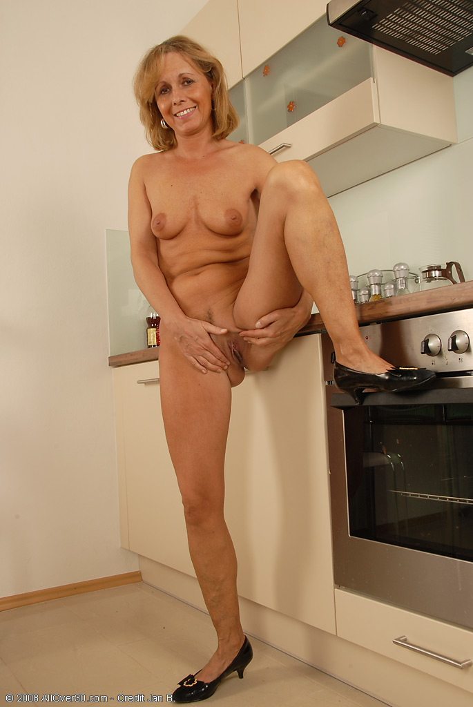 Naked Mature Housewives Pics Women Nude Naked Mature Housewives Wives ...