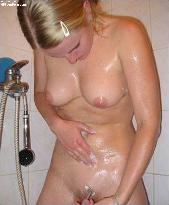 Naked Pics Of Sluts S Girlfriend Poses Bath