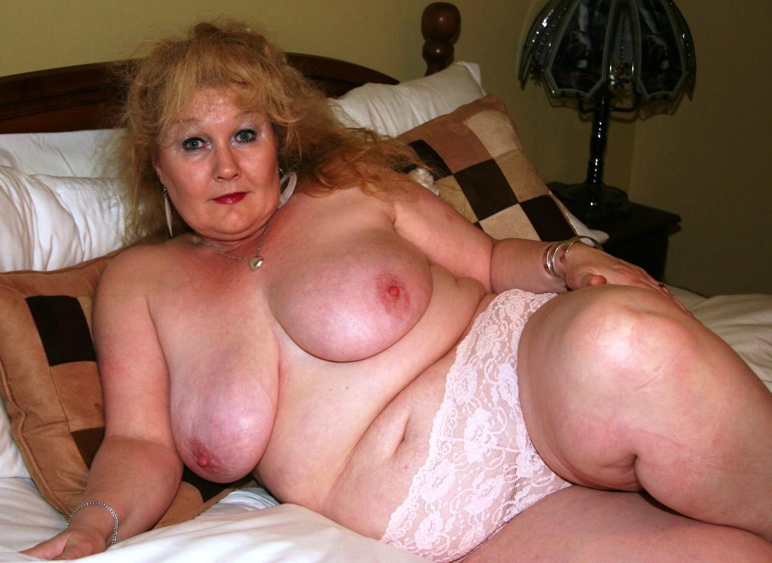 Порно самых толстых старушек, объятия сиськами плейбой