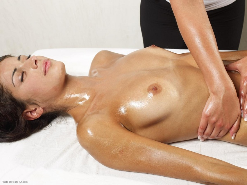 голые девки на массаже интимных мест фото