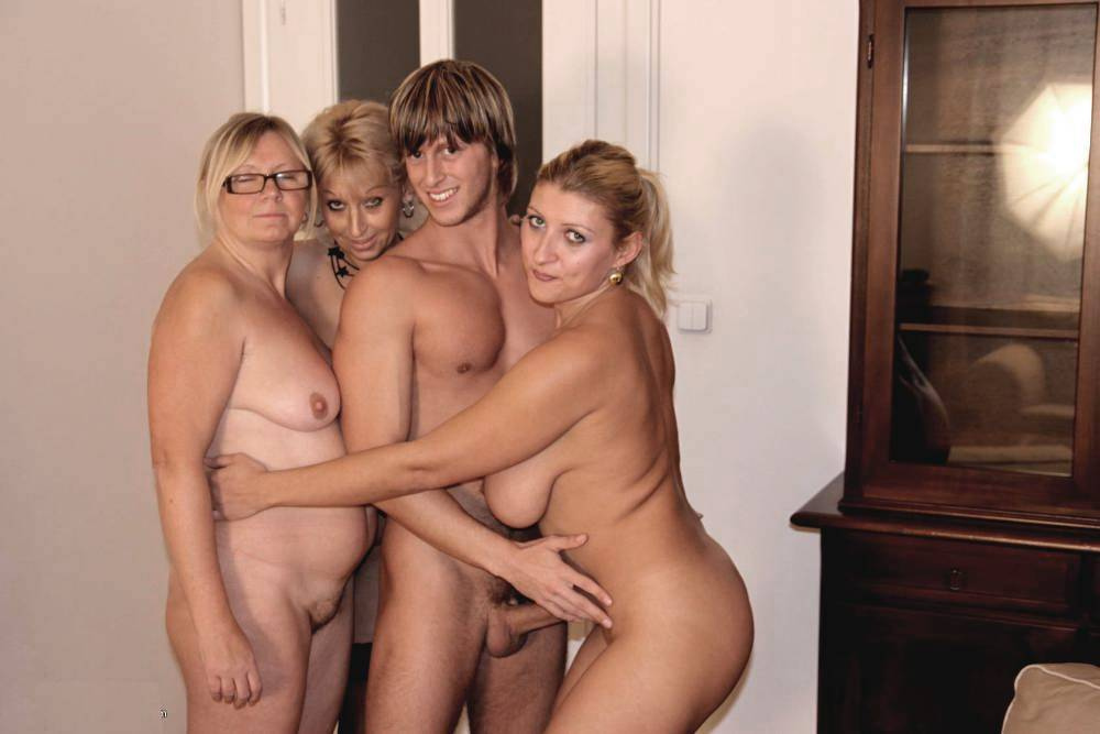 nude famiy young