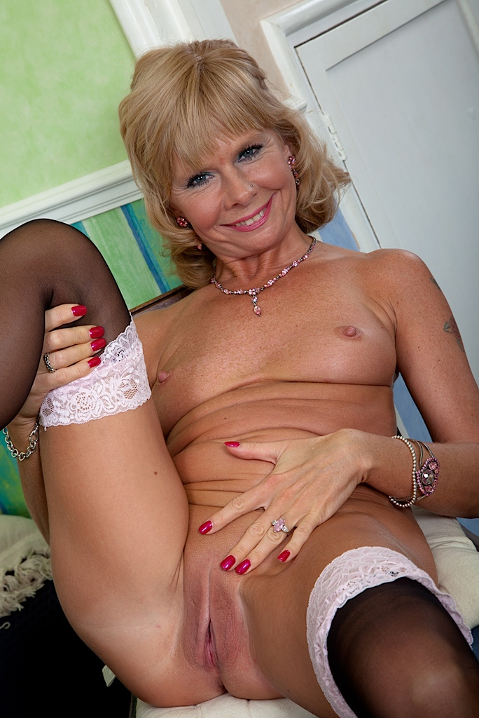 Blonde big tit milf galleries