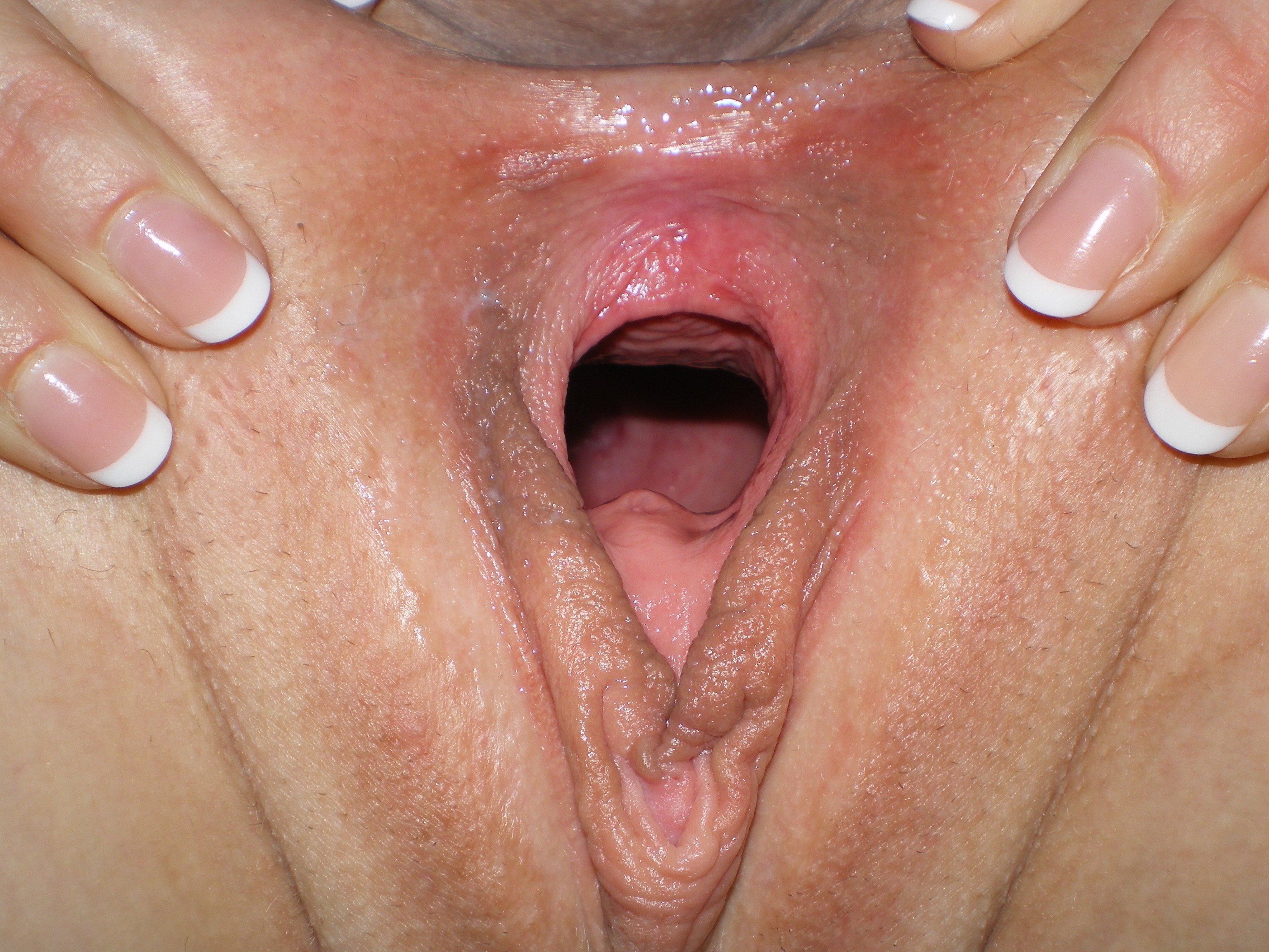 Gaping wet pussy close up