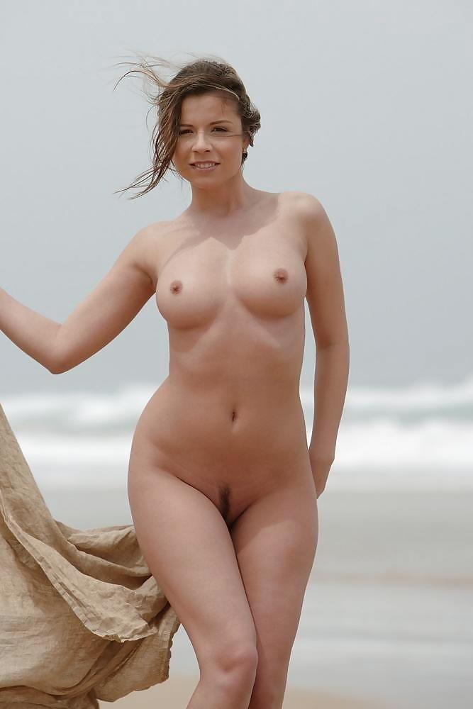 Sexy Female Pics 18