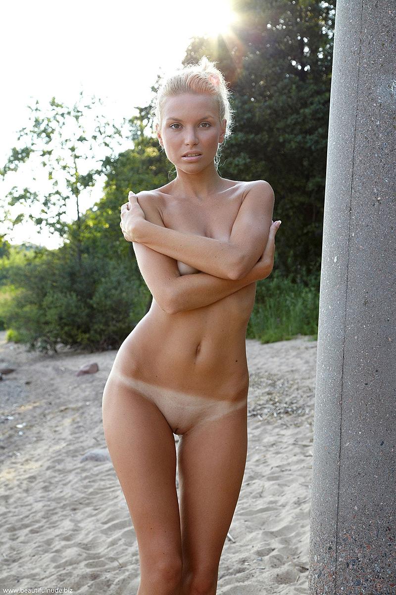nude photos of donna derrico