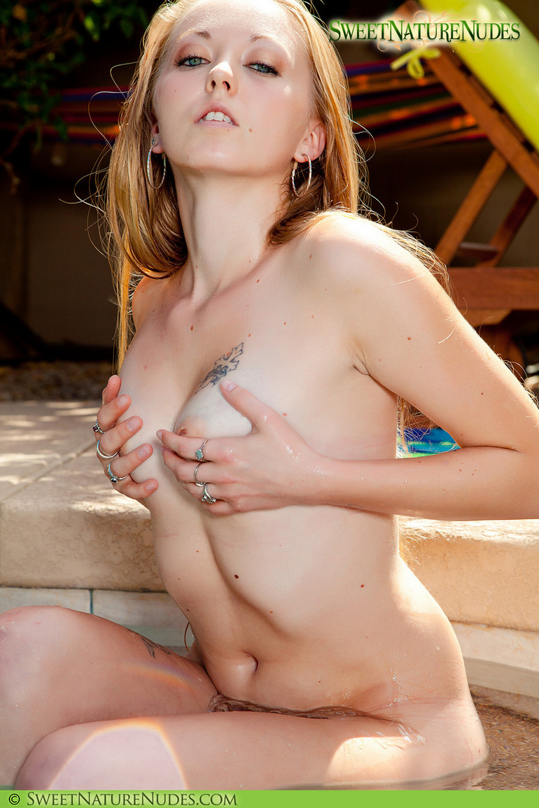 Free Small Tits photos, Small Tits porno pictures