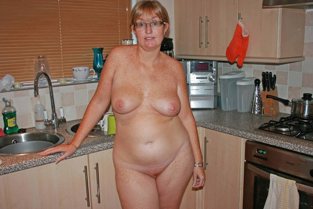 amateur housewives porn photo amateur pussies mature chubby housewives panties