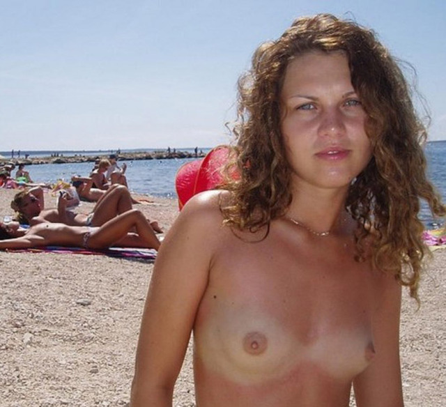 amateur topless beach photos original amateur brunette beach topless