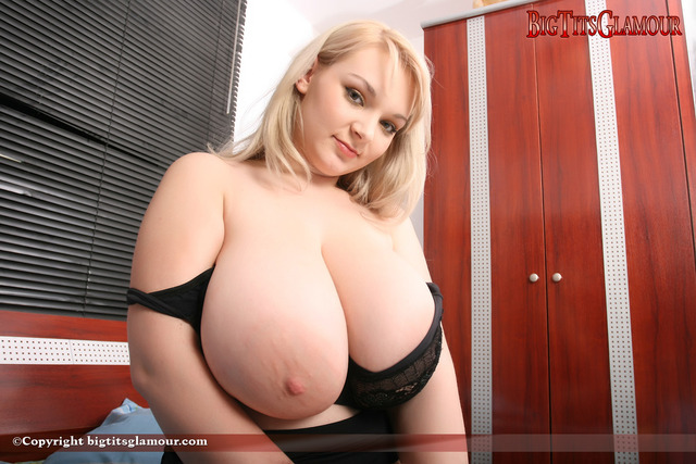 big beautiful boob pic photos busty cam boobs blond non micky