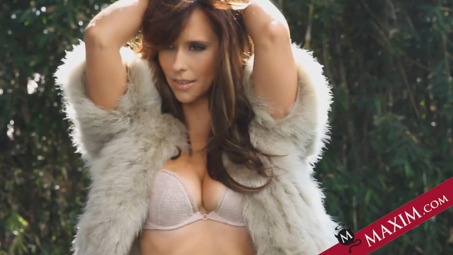 big boob lady pics girls funny wallpapers boobs similar love jennifer hewitt boob wallpaper village cached