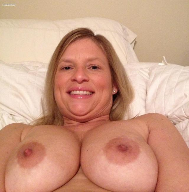 big girl tit tits show pic iphone bigimages medium