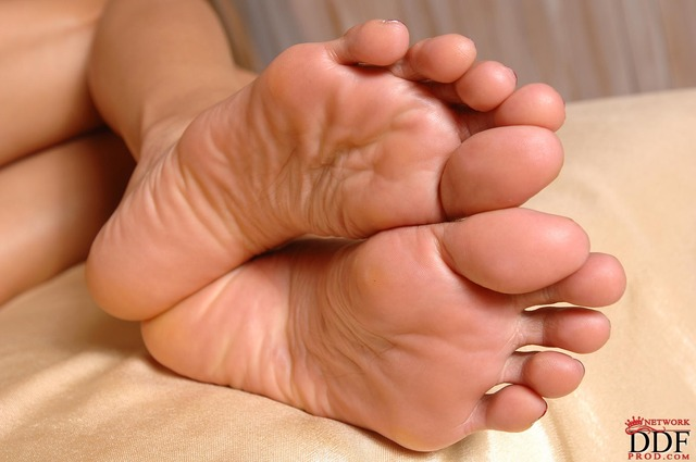 foot porn asia feed barefoot