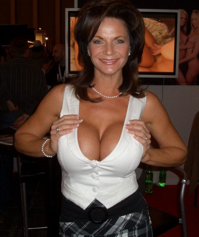 porn actress porn original media milf american actress venus genre deauxma