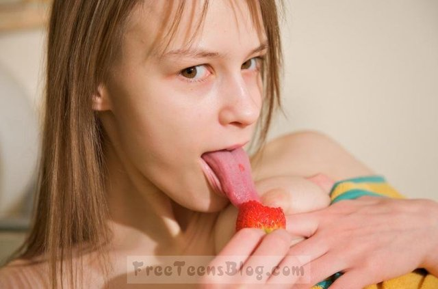 young porn porn young teen pussy foto galery beata inserting strawberry