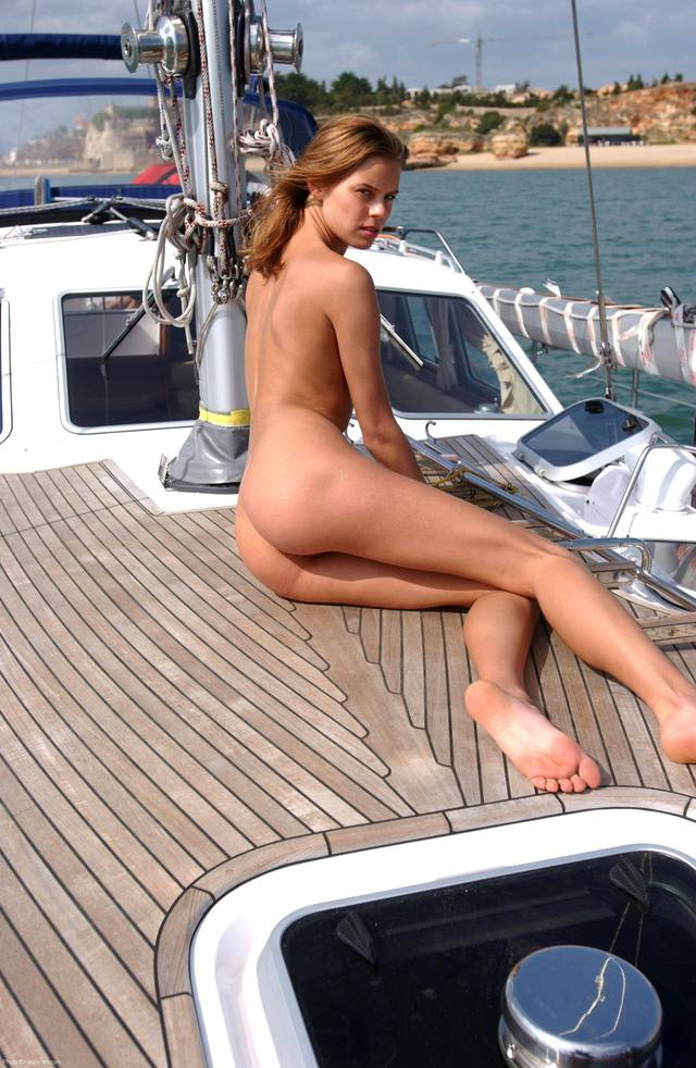 chicks with a nice ass hot nice ass chick nude blonde babes butt boat