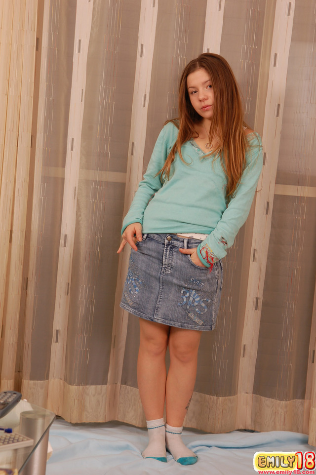 emily18 picture hosted emily shortskirt teentop
