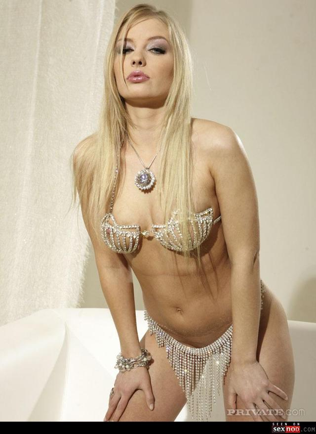erotic solo galleries blonde solo wmimg andrea randal goldtoe