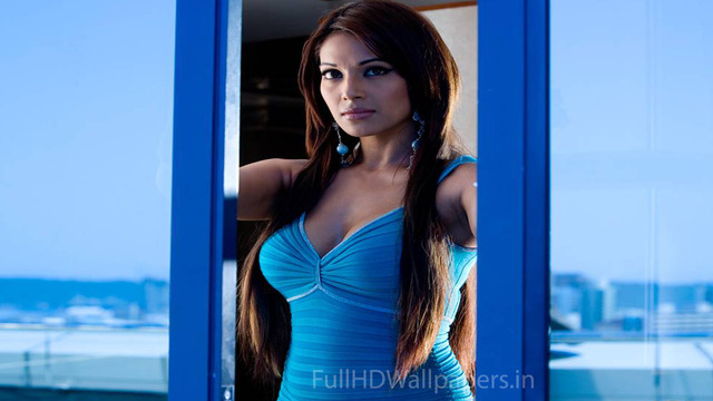 free hot bikinis photos pics hot bikini blue swimsuit basu bipasha