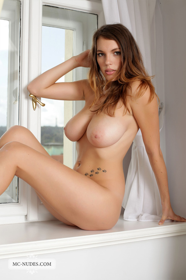 free pics of huge breasts samantha sexy nudes legs long breasts exposes wonderful