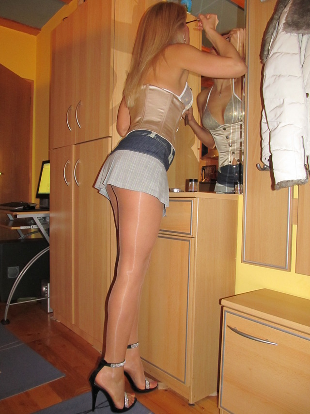 free pictures of women in nylons