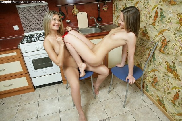 hot lesbians pics free hot real lesbians galleries babes
