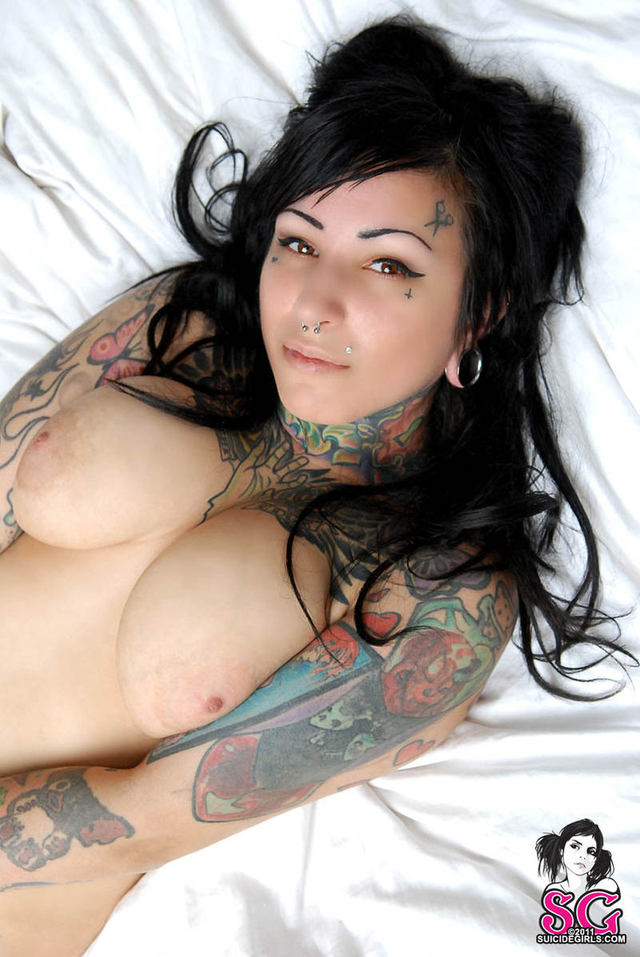 hot n naked photo hot girls large bbw naked black bed tattooed haired morrow