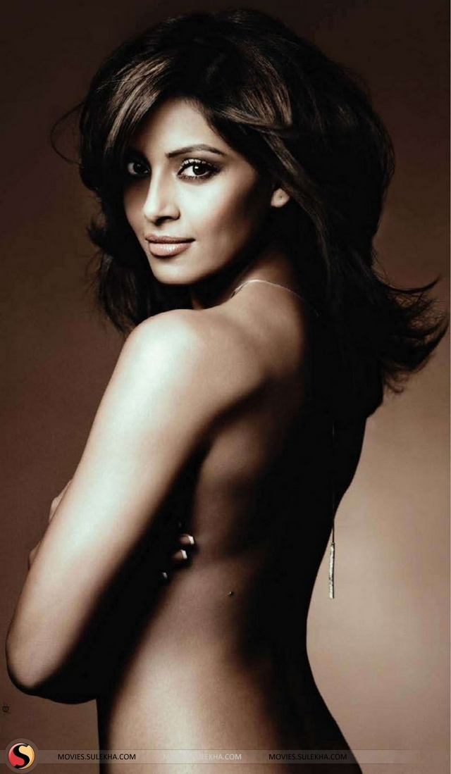 hot nude pics photo photos picture hot nude stills goes actor bollywood event maxim basu bipasha bips