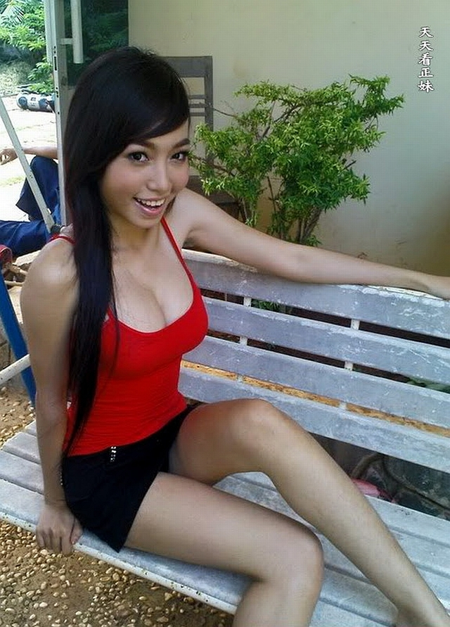 hot up skirt pictures hot scandal little black red kim outdoors tran mini hong upskirt elly