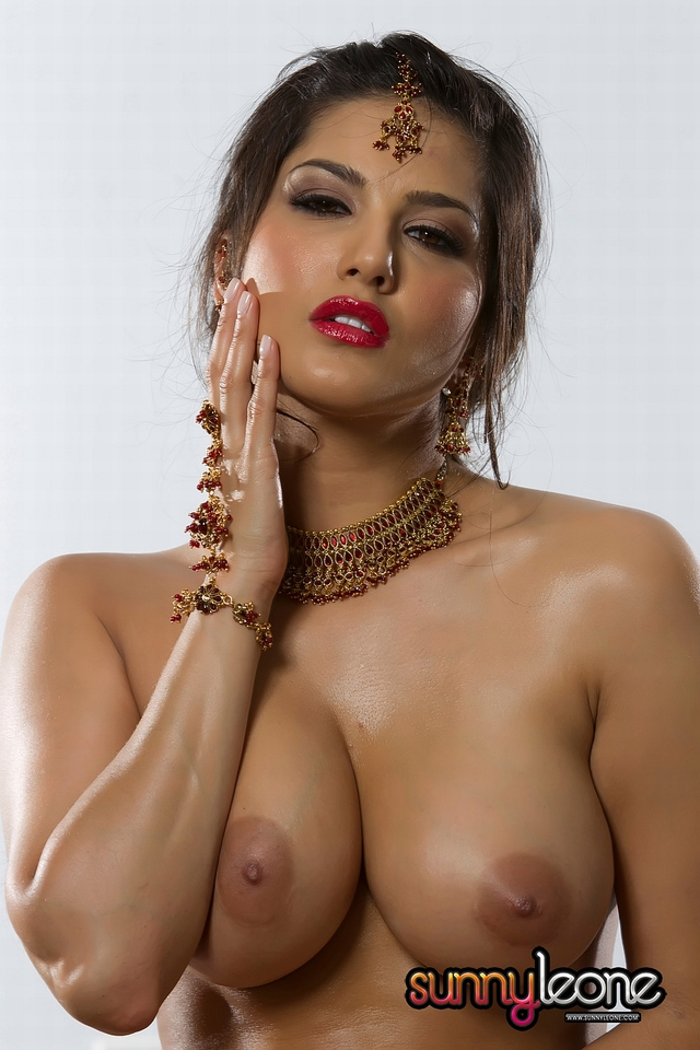 hottest nude model photo sunny leone without beach cloths bollywood