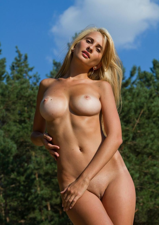 Sey Naked Girl With Round Boobs