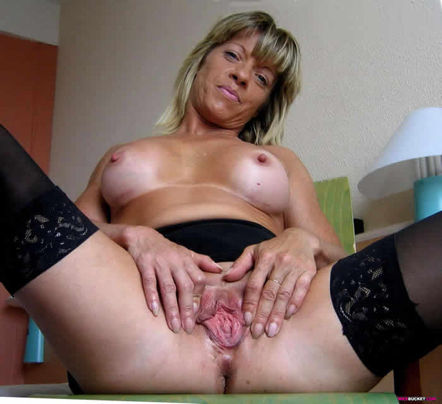 mature pussies pussy wet wife mature spreads nasty lips