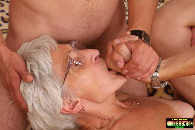 A hot old woman who does not want to stop fucking - PornDig