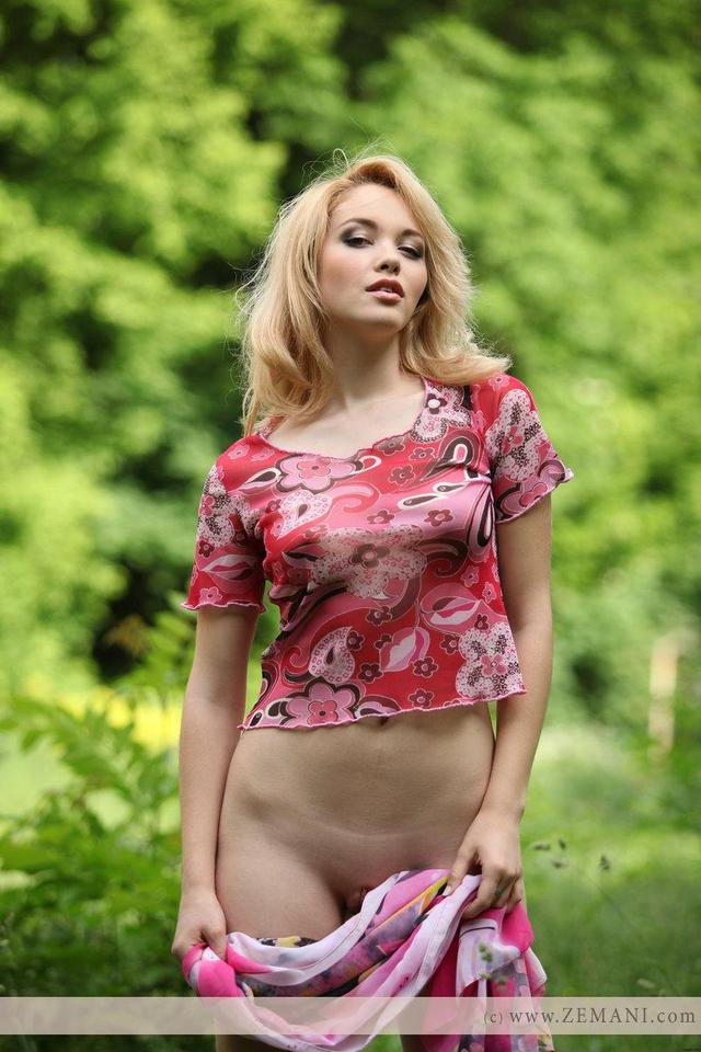sexy blond galleries pics sexy part blonde loves forest alissa