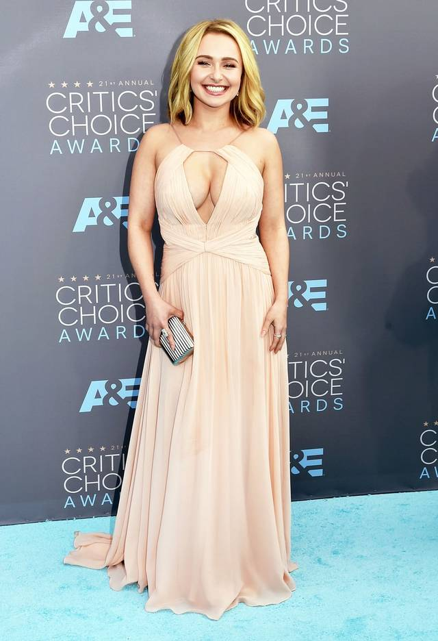 sexy huge breast pics news celebrity hayden carpet red makes style appearance panettiere vertical leads formal