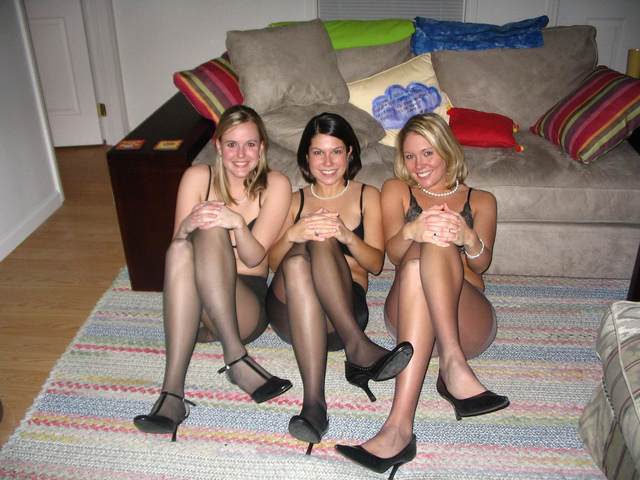 sexy pantyhose picture page pantyhose trio partygirl