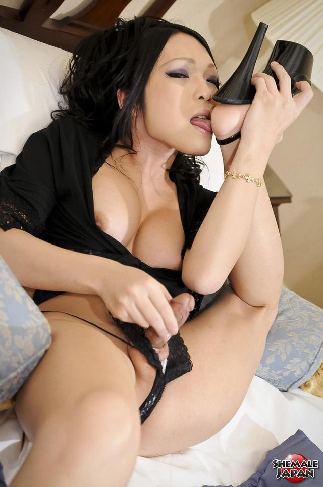 sexy pictures of japan sexy black bikini ladyboy newhalf