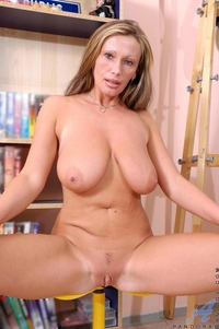 mature porn galleries pandora mature porn samples